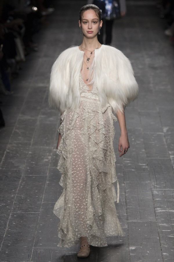 Restyle inspiration from the Fall 2016 runways - Valentino